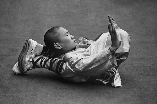 Shaolin in pozitie de meditatie