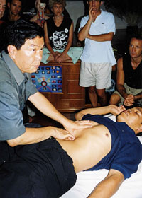 masajul Chi Nei Tsang
