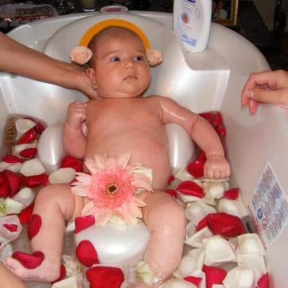 baie cu flori pentru copii
