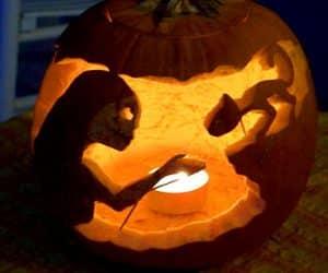 bostan de halloween cu monstru si pisica