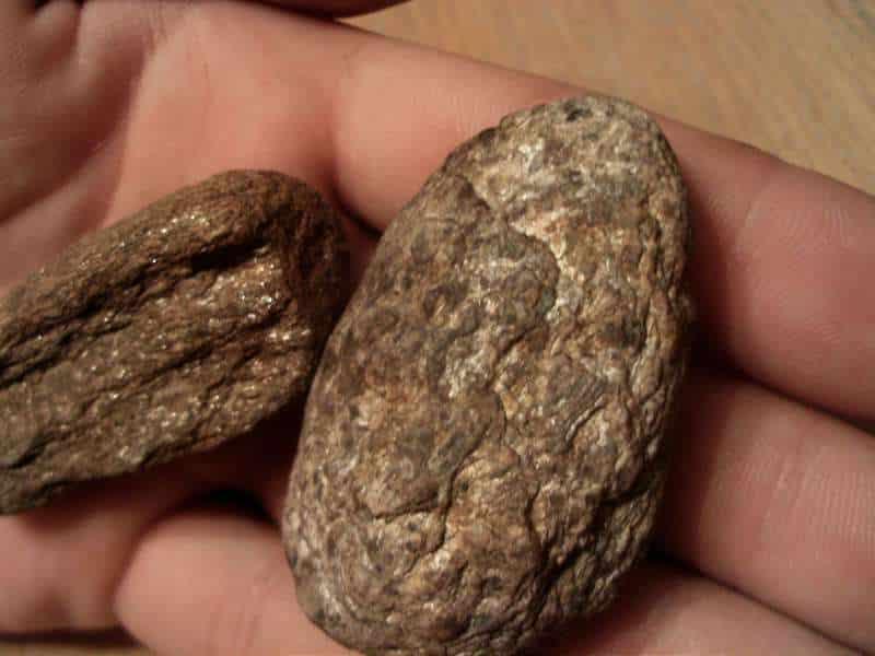 cum gasesti aur doua pietre