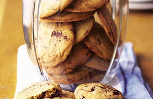 Biscuiti crocanti cu ciocolata