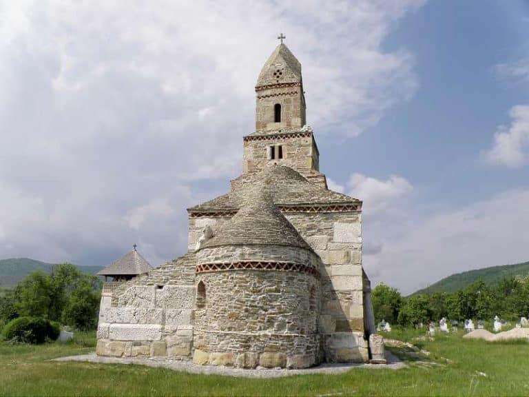 Biserica din densus vedere dinstre altar spate