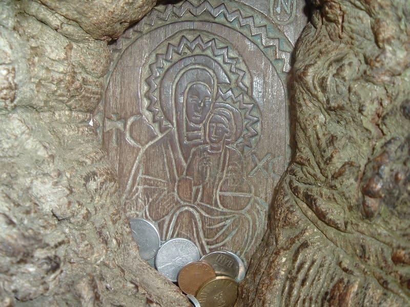 manastirea-dintr-un-lemn
