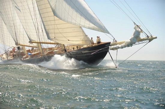 yaht-in-oceanul-atlantic