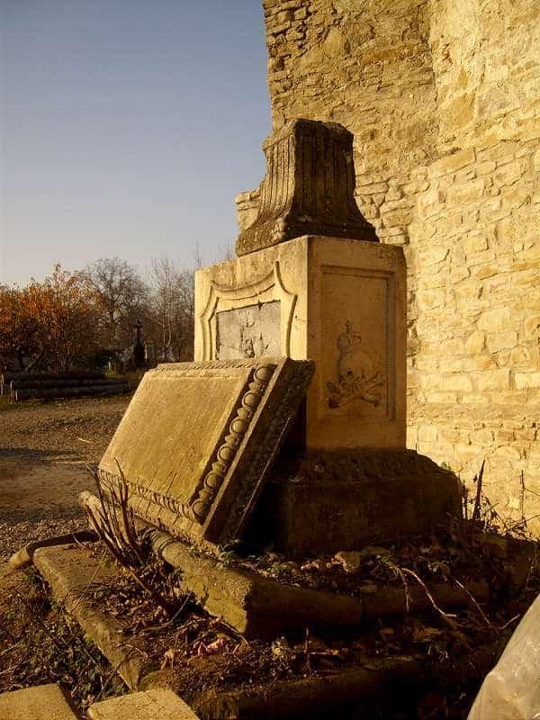 Manastirea Zamca - Piatra funerara a lui Agobsa