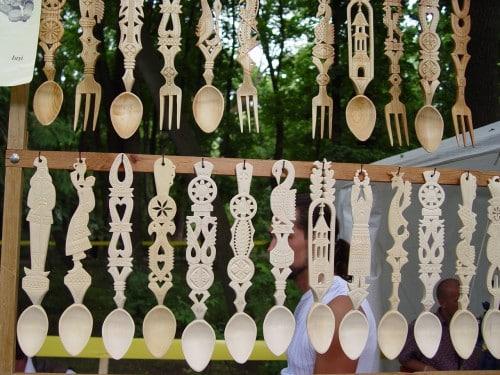 modele traditionale de linguri din lemn