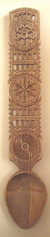 Lingura din lemn model maramuresean