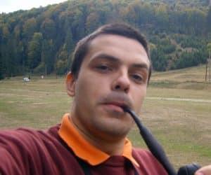 Eu sunt Bogdan si te invit sa te abonezi la Noutati pe email