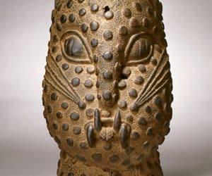 Cap de leopard in bronz cultura africana din benin nigeria