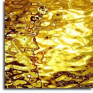 apa de aur