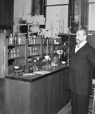 Constantin fahlberg inventeaza zaharina