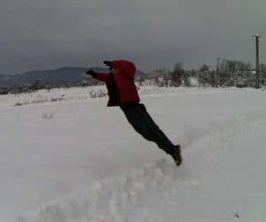 Fotografii de iarna - Eu mereu plonjez asa în zăpadă