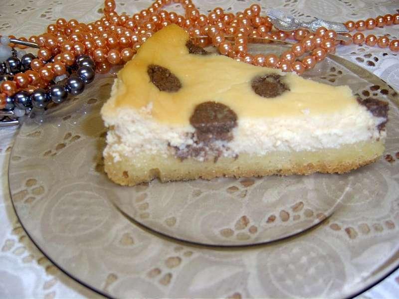 O felie de prajitura dalmatian cu crema de branza de vaci