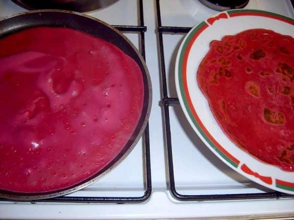 Clatite cu sfecla rosie pentru rulada