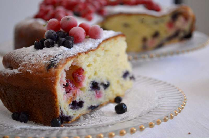 Pandispan cu branza dulce si fructe