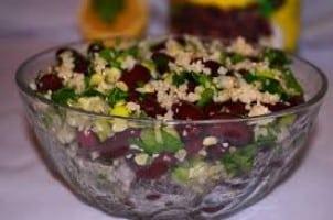 salata cu bulgur si cu fasole rosie