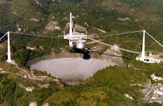 Telescop radio de la Observatorul Arecibo din Puerto Rico, parte la Proiectul Phoenix