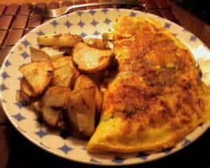 omleta branza feta cartofi