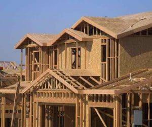 casa pe structura de lemn - montarea placilor de prefabricate