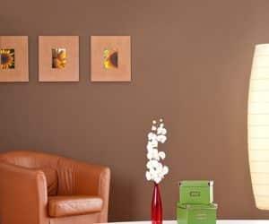 aranjament pe perete din mini tablouri
