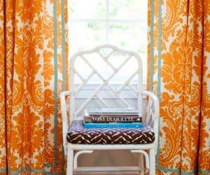aranjeaza mobila - scaun pozitionat la geam cu soare - bun pentru citit
