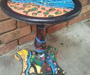 masa rotunda pictata manual abstract in multe culoari