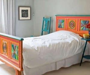 mobila de dormitor viu colorata