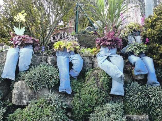 DIY blugi vechi pentru flori