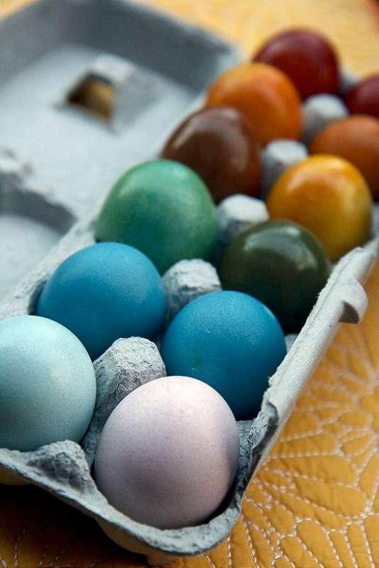 o duzina de oua de pasti vopsite natural - oua de Paste vopsite natural