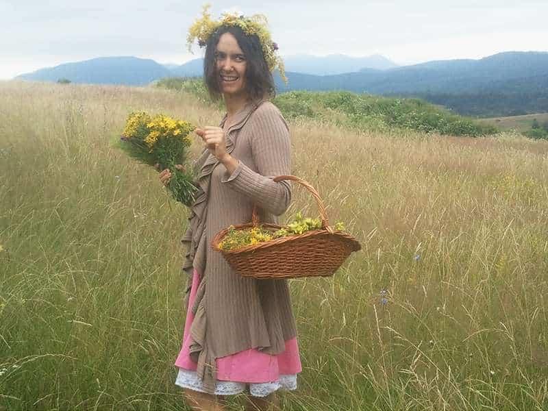 Cu Blogul Lui Jorjette la cules de plante medicinale - cununa de sanziene