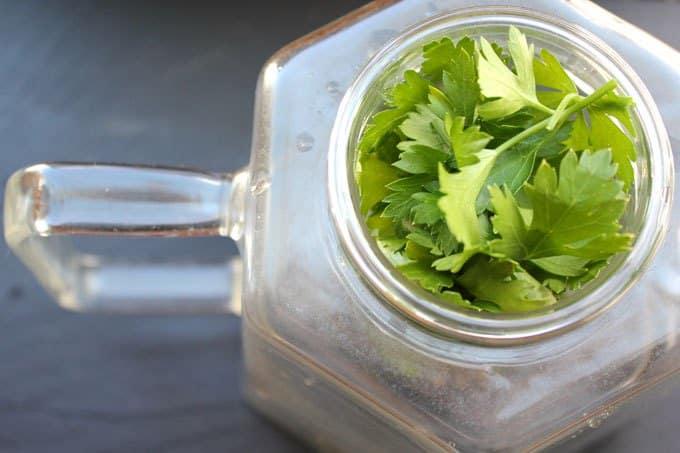 ceai de patrunjel pentru provocarea menstruatiei - grabeste menstruatia natural cu plante