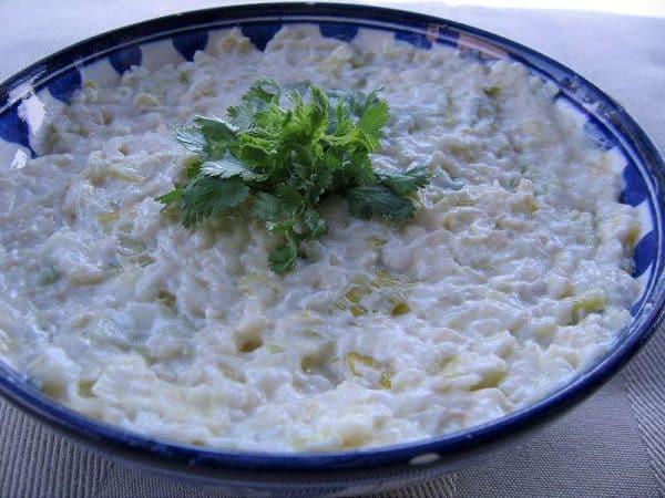 salata de telina cu sos de iaurt si smantana