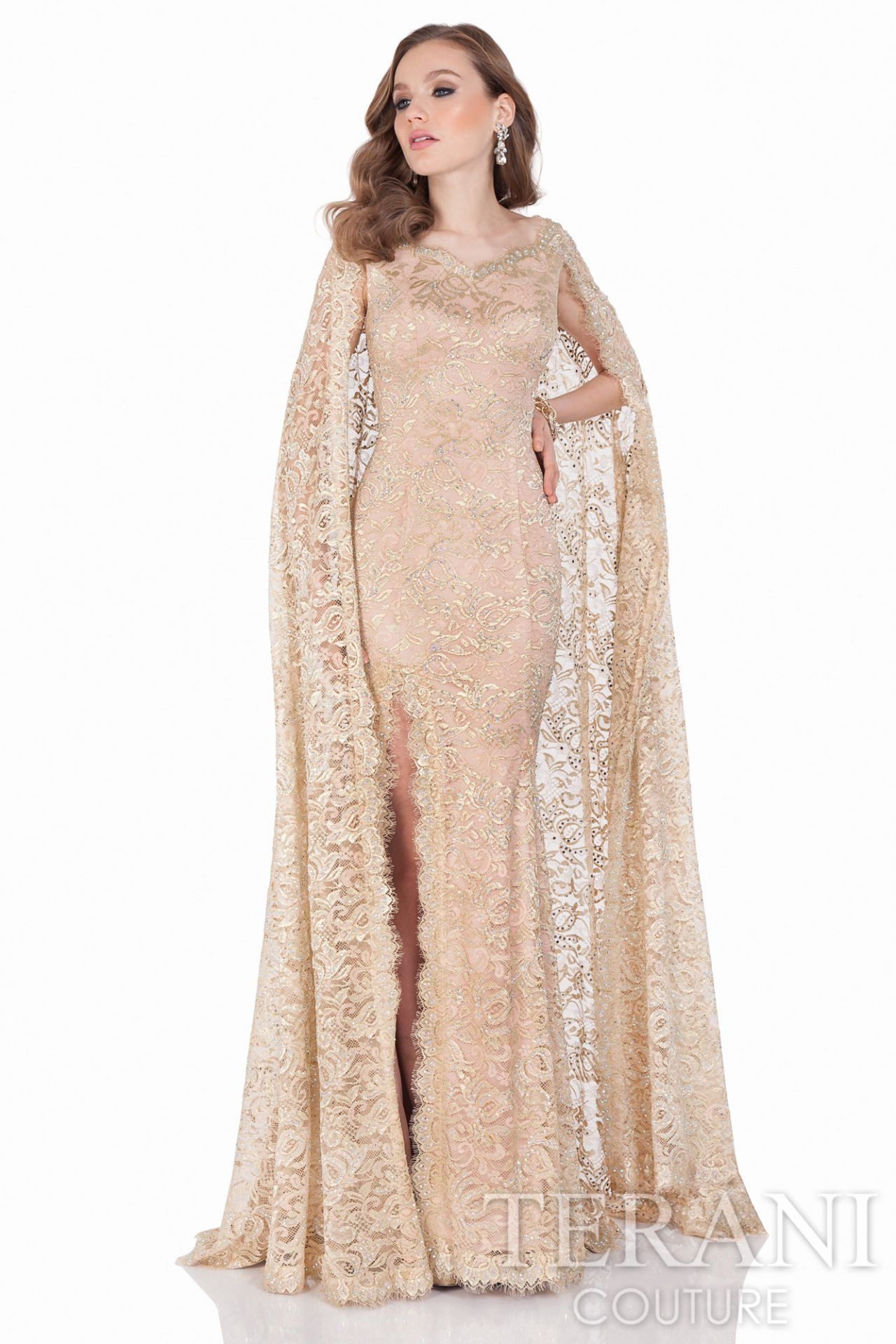 rochii de inchiriat - dantelata cu pelerina, ascunde parca regalul!