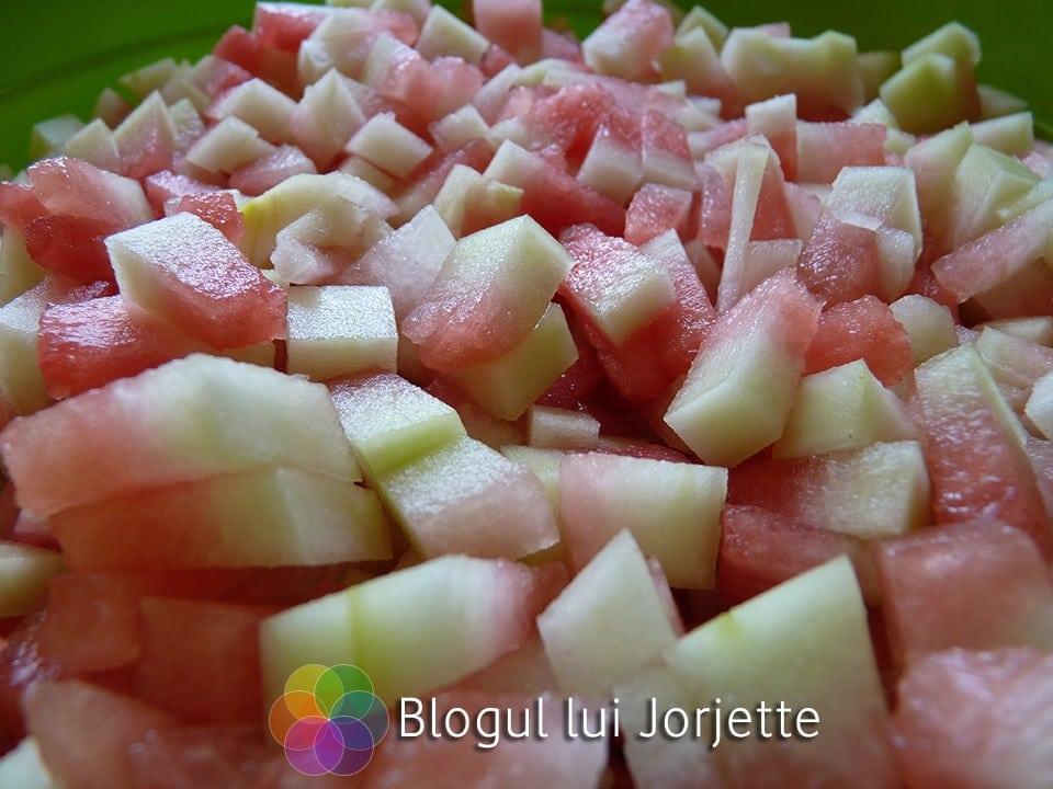 Coji de pepene verde pregatite pentru dulceata