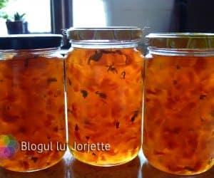 Dulceata din coji de pepene verde la borcan