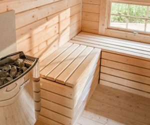 Sauna uscata placata si decorata cu lemn de brad