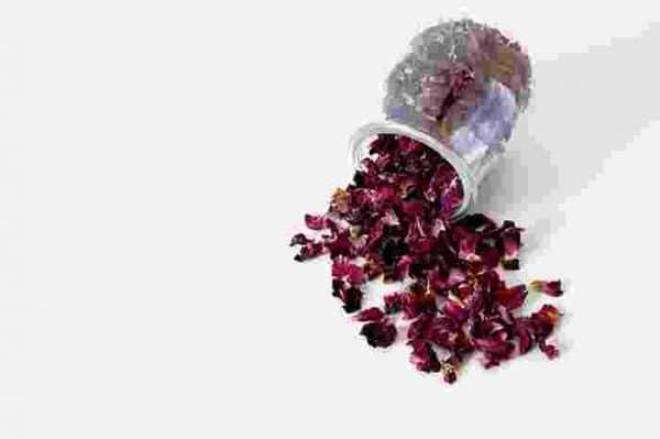 Petale de trandafiri uscate