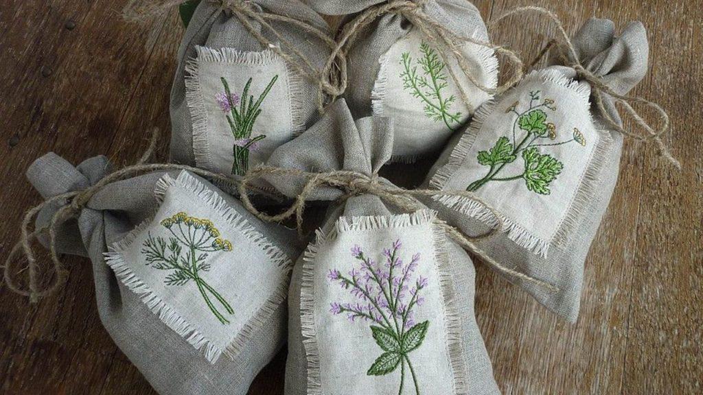 Ambalarea plantelor in saci de panza cu broderie