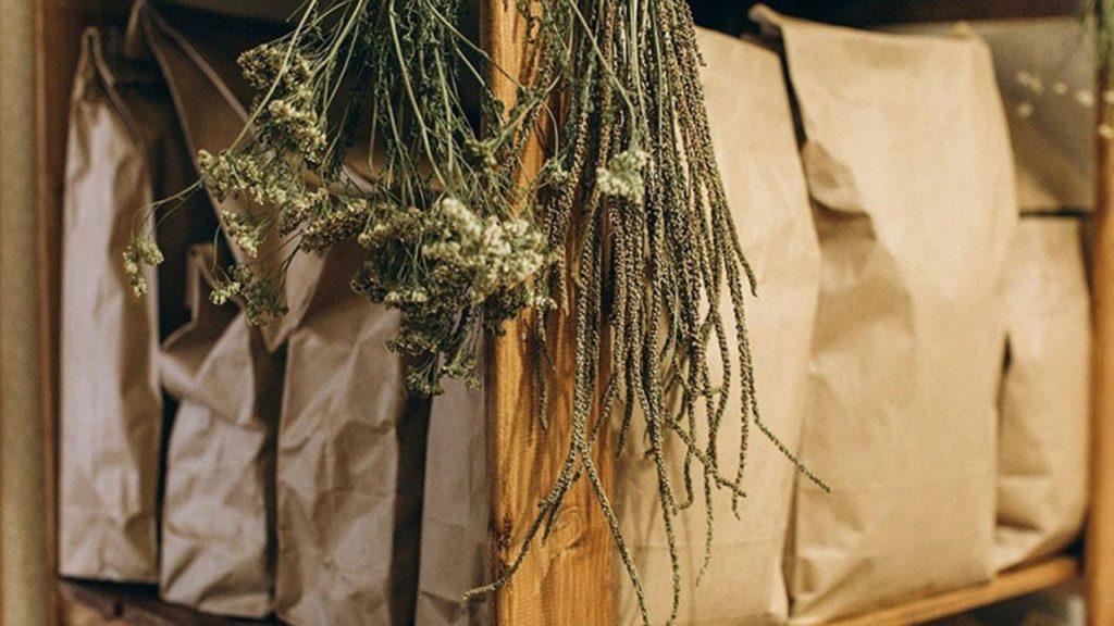 Ambalarea si depozitarea plantelor medicinale in pungi de hartie