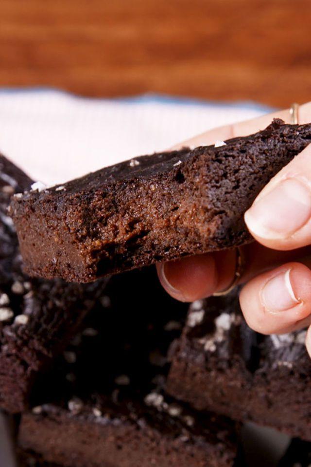 Brownies cu avocado perfecte pentru ieta ketogenica