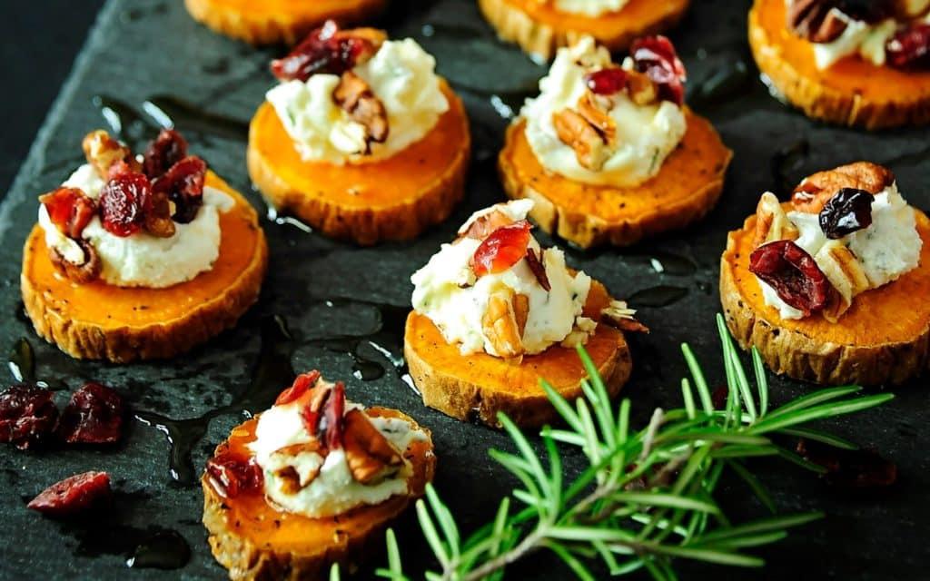 Cartofi dulci cu branza de capra merisoare si nuci pecan