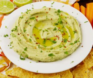 Hummus de avocado