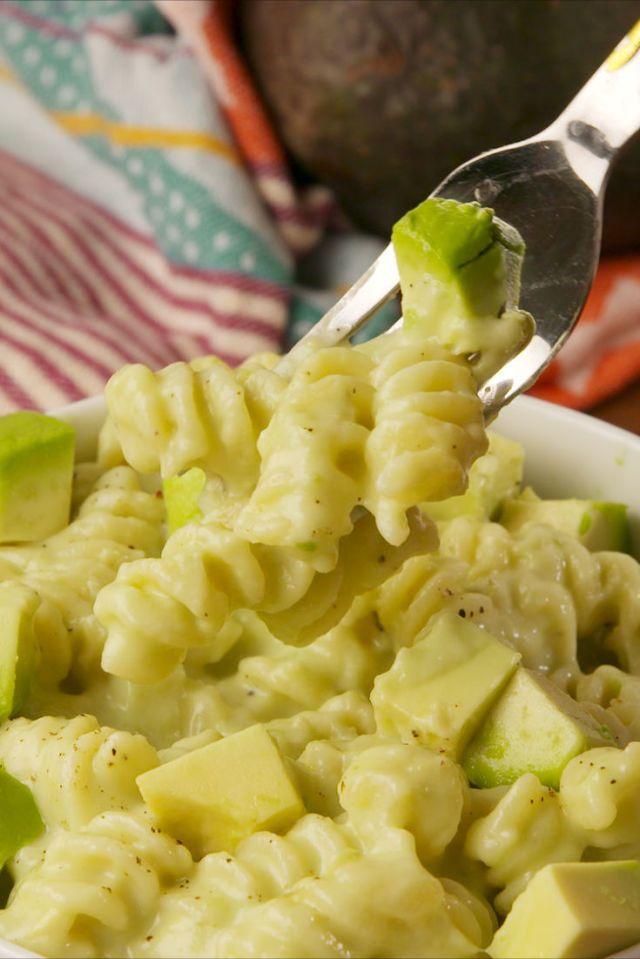Paste cu avocado si branza - retete cu avocado vegetariene