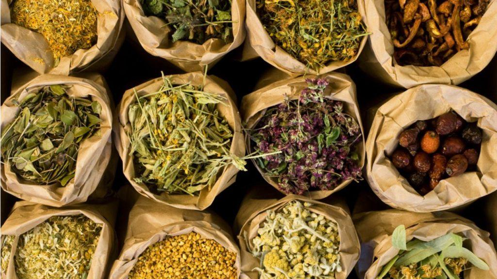 Plante medicinale in pungi de hartie