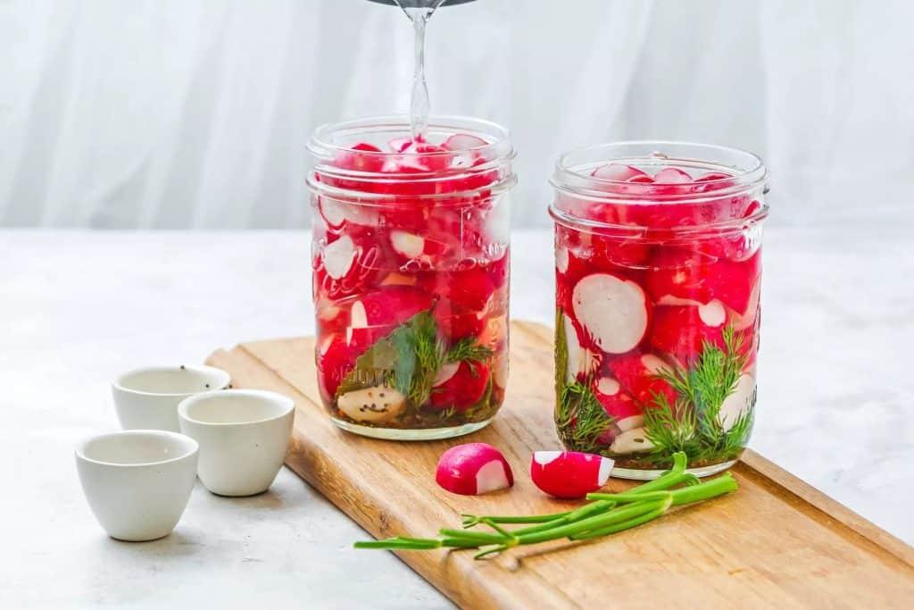 Ridichii rosii murate in apa cu otet - ridichile murate