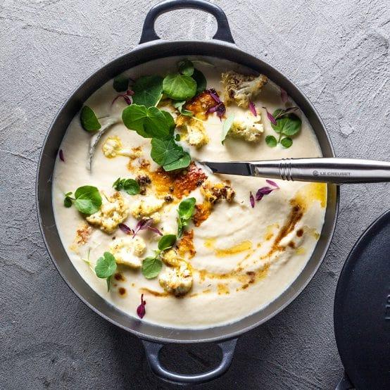 Supa crema de conopida praz parmezan si frunze de coltunasi