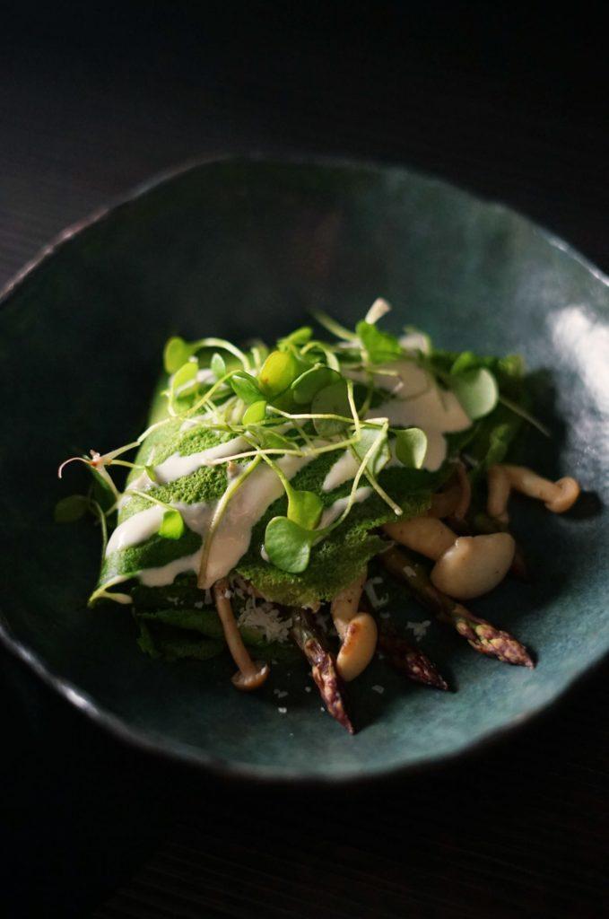 Clatite de urzici cu ciuperci si sparanghel