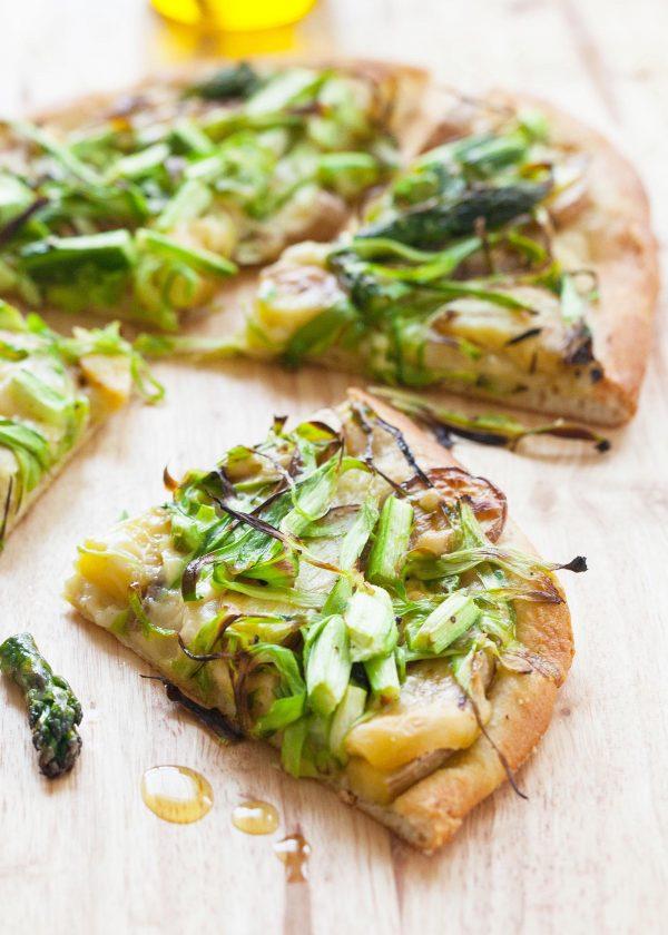 Pizza cu sparanghel si cartofi