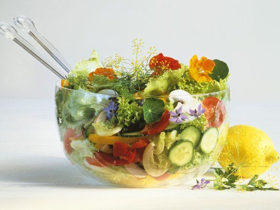 Salata cu flori de condurasi flori comestibile